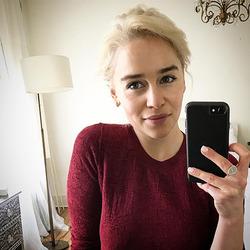 «Мать драконов» Эмилия Кларк с новым цветом волос