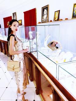 Вики Ли открыла для себя магические свойства янтаря