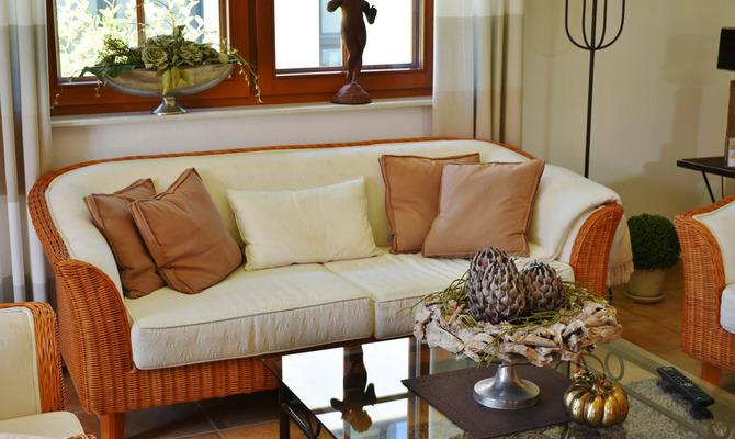 Стильные диванные подушки