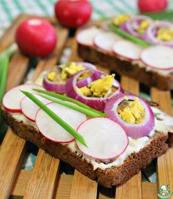 Норвежский бутерброд со шпротами