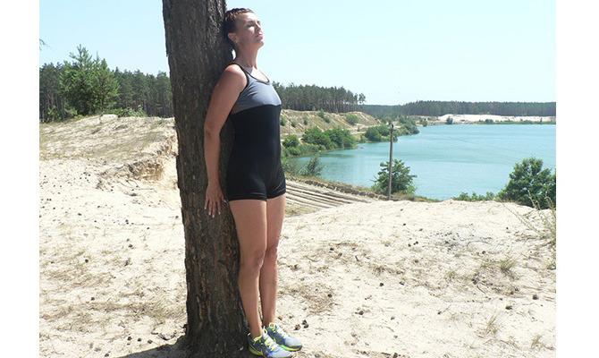Фитнес у дерева