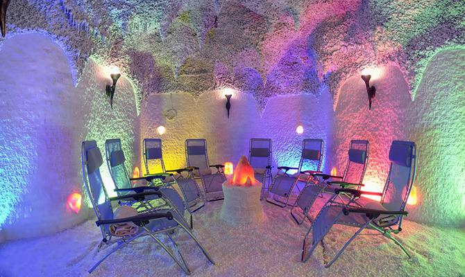 Соляные лампы, комнаты и пещеры: разбираемся в пользе для здоровья