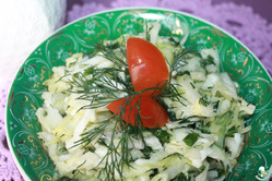 Салат «Находка» с капустой и яйцом