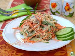 Салат с морковью, редисом и огурцом