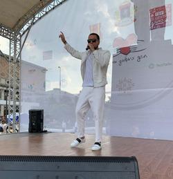 Майкл Як выступил на фестивале «День добрых дел»