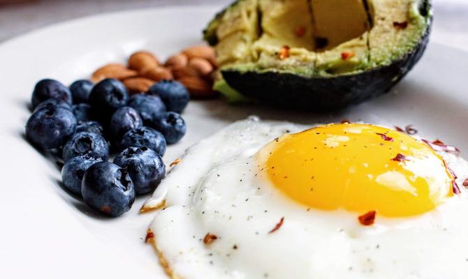 Кето-диета: Плюсы и минусы для желудка
