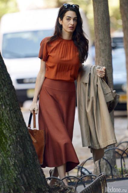 Амаль Клуни демонстрирует подкованность в модных тенденциях