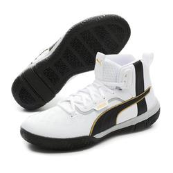 Сколько пар кроссовок должно быть в гардеробе каждой девушки?