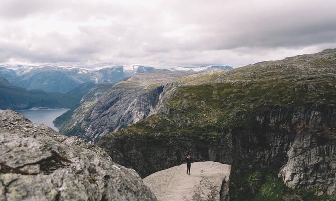 Стоит ли фотографироваться на «Языке тролля» в Норвегии?