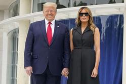 В сети активно обсуждают улыбку Первой Леди США