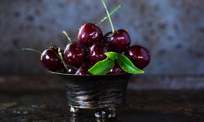 Чем полезна сладкая черешня?