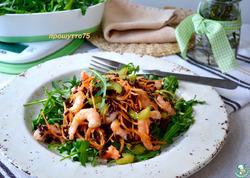 Салат с креветками и чёрным рисом