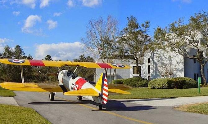 Почему в городе Спрус Крик у всех есть самолеты?