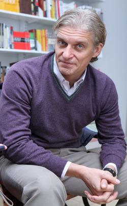 У перенесшего химиотерапию Олега Тинькова отросли волосы