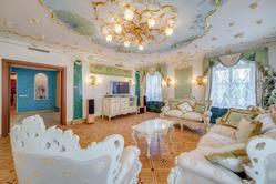 Анастасия Волочкова планирует сдать свою квартиру в центре Санкт-Петербурга за полмиллиона рублей