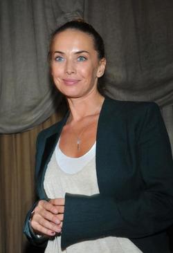 Платье Жанны Фриске было выставлено на аукцион за сто тысяч рублей