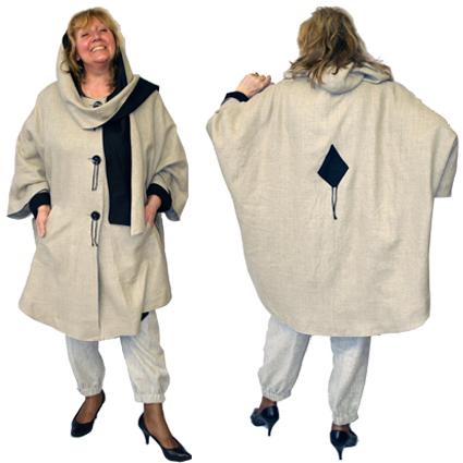 eb440abc189 Своеобразный укороченный плащ-пальто свободного покроя с капюшоном и тремя  большими контрастными пуговицами. Ничего особенного. Просто